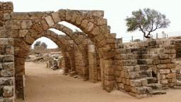 Cezarea Nadmorska. Ruiny twierdzy KrzyĹĽowcĂłw.
