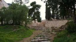 Jerozolima. StaroĹĽytne schody przy koĹ›ciele Zaparcia siÄ™ Ĺ›w. Piotra.