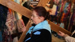 Jerozolima. IdÄ…c po Ĺ›ladach umÄ™czonego Chrystusa odprawiliĹ›my drogÄ™ krzyĹĽowÄ….