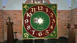 Tarcza zegara, który zawiśnie na wieży kościoła.