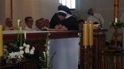 Siostra potwierdza własnoręcznym podpisem złożone śluby zakonne.