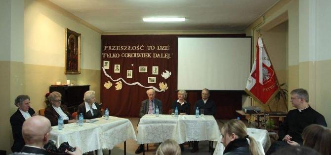 Przedstawiciele środowisk sybirackich, kresowych, katyńskich i emigracyjnych na spotkani